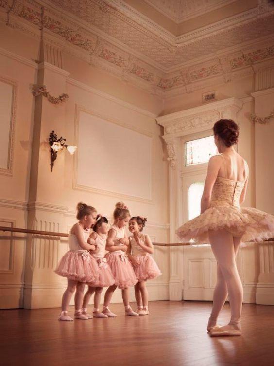 0a9fa9a91b Professores de ballet não qualificados podem causar às crianças danos  físicos incalculáveis. - Mundo Dança Blog